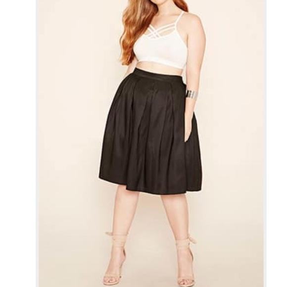 6e45b9bf3a7 ✨FOREVER21✨Plus Size Black Box Pleat Skirt💃🏾